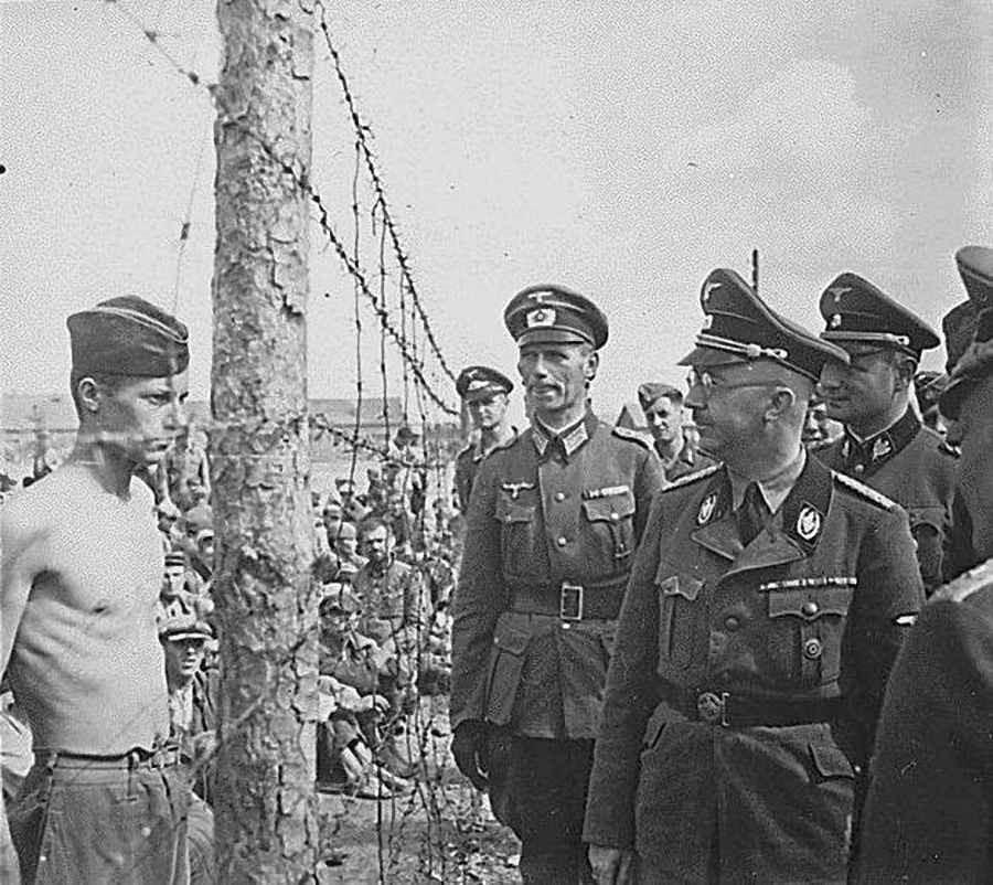 Минск, август 1941г. Генрих Гиммлер приехал посмотреть на военнопленных.