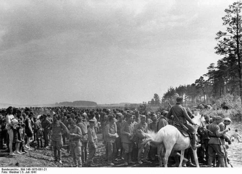 Минск. 5 июля 1941г. Лагерь военнопленных «Дрозды».